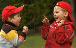 Zwei spielerische Kinder Lizenzfreie Stockbilder