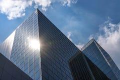 Zwei städtische Pyramiden Lizenzfreies Stockfoto