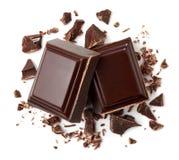 Zwei Stücke dunkle Schokolade stockfotos