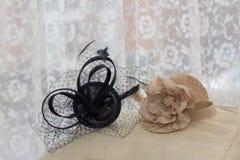 Zwei stilvolle Hüte stockfoto
