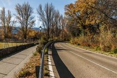 Zwei Straßen und ein einzelner Bestimmungsort stockfoto