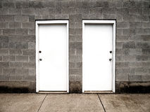 Zwei Türen, die Wahlen darstellen stock abbildung
