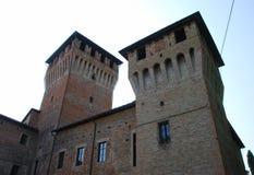 Zwei Türme des Schlosses von Montecchio Emilia lizenzfreie stockfotos