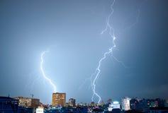 Zwei tanzende Blitze Lizenzfreies Stockbild