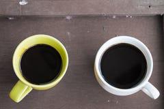 Zwei Tasse Kaffees auf Tabelle Stockfoto