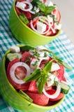 Zwei Teile der nützlichen vegetarischen Mahlzeitnahaufnahme Lizenzfreies Stockfoto