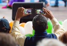 Zwei Telefone, zwei Videos Stockfotos