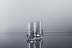 Zwei transparente leere hohe Gläser Lizenzfreies Stockbild