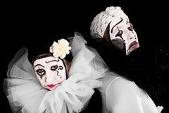 Zwei verärgerte Clowne mit schwarzem Hintergrund Lizenzfreies Stockfoto