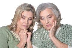 Zwei traurige Frauen lizenzfreies stockbild