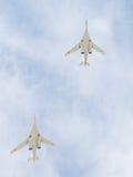 Zwei Tu-160 im Himmel über Moskau Lizenzfreies Stockfoto