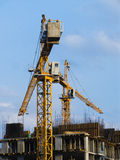 Zwei Turmkrane lizenzfreies stockfoto