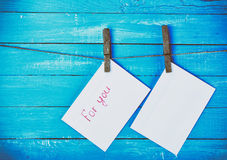 Zwei Umschläge, die auf einem Seil pfeifen Lizenzfreies Stockfoto