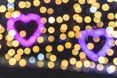 Zwei Valentine Day Hearts Made von hellem Bokeh Lizenzfreies Stockbild