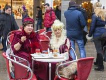 Zwei venetianische Damen - Venedig-Karneval 2014 Stockfotos