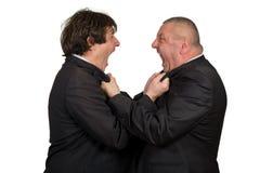 Zwei verärgerte Geschäftskollegen während eines Arguments, lokalisiert auf weißem Hintergrund stockbild