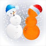 Zwei verschiedene Schneemänner in den Kappen des neuen Jahres stock abbildung