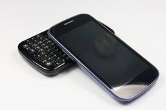 Zwei verschiedene Telefone, zwei unterschiedliches Alter stockfotografie