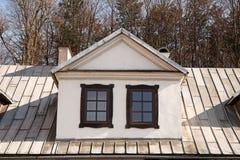 Zwei vertikale Dachfenster der Weinlese Lizenzfreies Stockbild