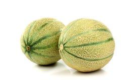 Zwei vollständige Kantalupemelonen Stockbild