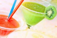 Zwei von Farbenfruchtgetränken Lizenzfreie Stockfotos