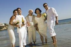 Zwei wed eben Paare und einen besten Mann lizenzfreie stockfotografie