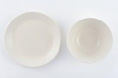Zwei weiße Platten auf weißem Hintergrund Stockfotos