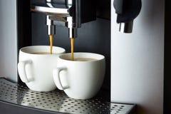 Zwei weiße Schalen Espresso Lizenzfreies Stockfoto