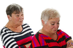 Zwei weibliche Senioren in der Debatte Lizenzfreie Stockfotos