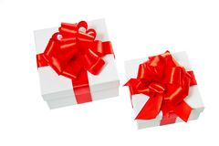 Zwei weiße Pappequadrat-Geschenkkästen Stockfotografie