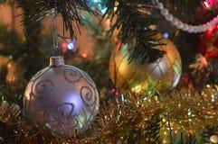 Zwei Weihnachtskugeln Stockbilder