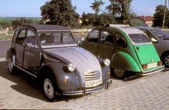 Zwei Weinlese Citroens 2CV Stockbild