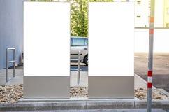 Zwei whiteboard scheinbarehohe lizenzfreie stockfotografie