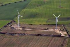 Zwei Windturbinen Stockbild