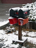Zwei Winter-Mailboxes Stockfotografie