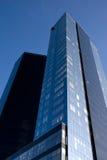 Zwei Wolkenkratzer vertikal Stockfotografie