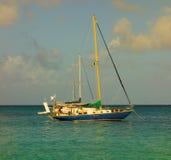 Zwei Yachten, die an Prinzessin Margaret verankert werden, setzen, Bequia auf den Strand Stockbild