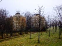 Zwei Zisternen auf dem Gebiet von Litauen Stockbild