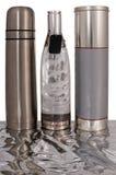 Zwei Zylinder und Flasche. lizenzfreies stockfoto