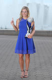 Zweimal Grand Slam-Meister Angelique Kerber von Deutschland wirft mit dem keinem WTA auf 1 Trophäe Stockfotos