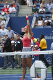 Zweimal Grand Slam-Meister Victoria Azarenka-Umhüllung während des Viertelfinaleanpassung an Ana Ivanovich an US Open 2013 Lizenzfreies Stockbild