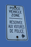 Zweisprachige Polizeifahrzeugzone Lizenzfreie Stockfotos
