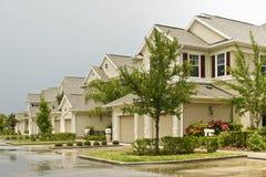 Zweistöckige Eigentumswohnungen Lizenzfreie Stockfotografie