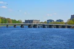 An zweiter Stelle Elagin-Brücke und Martynov-Damm in St Petersburg, Russland Lizenzfreie Stockfotos