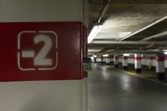 Zweiter Stock gemalt auf einer Spalte am Parken Lizenzfreie Stockbilder