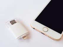 Zweiwegexterner speicher und Apple-iPhone Lizenzfreies Stockbild