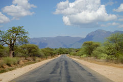 Zweiwegstraße im Ganzen Land - Tansania lizenzfreies stockfoto