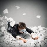 Zwem in de bureaucratie stock foto