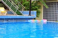Zwembad. Royalty-vrije Stock Afbeeldingen