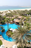 Zwembad bij het gebied van de hotelrecreatie, Doubai, de V.A.E stock foto's